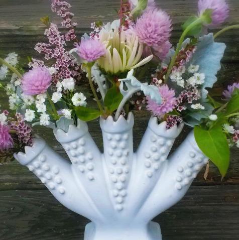 colonial finger vase
